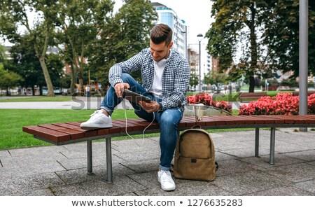Stock fotó: Jóképű · fiatalember · kockás · póló · ül · fa