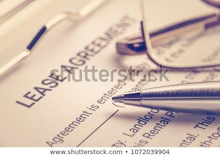 overeenkomst · sleutel · pen · symbolisch · miniatuur · huis - stockfoto © tomjac1980