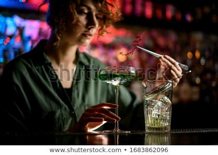 vrouwelijke · hand · cocktail · gedeeltelijk · zichtbaar - stockfoto © nyul