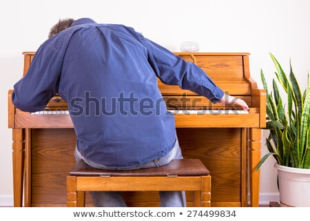Lelkes férfi játszik zongora nyújtás befejezés Stock fotó © ozgur
