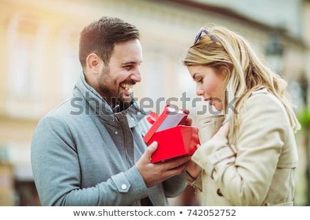 Mann ziemlich Freundin Geschenk home Schlafzimmer Stock foto © wavebreak_media