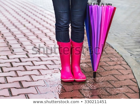 permanente · vrouw · jeans · zwarte · laarzen - stockfoto © phbcz