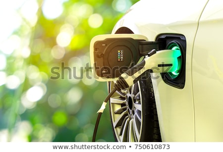 voiture · électrique · jeunes · femme · gare · permanent - photo stock © wellphoto
