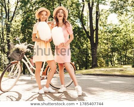 De moda hermosa jóvenes algodón dulces Foto stock © dashapetrenko