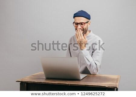 Felnőtt fiatal férfi blogger visszajelzés szabadidő Stock fotó © vkstudio