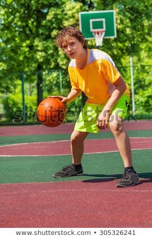 Jongen alleen basketbal spel buiten glimlach Stockfoto © Lopolo