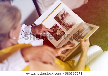 Pár néz fényképalbum magasról fotózva kilátás ül Stock fotó © AndreyPopov