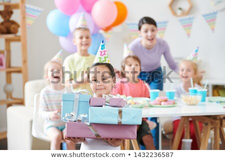Bastante little girl aniversário boné Foto stock © pressmaster