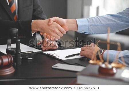 marteau · juge · client · serrer · la · main · table - photo stock © freedomz