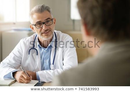 médecin · écouter · patient · supérieurs · bureau · souriant - photo stock © photography33