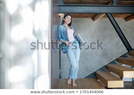 Barna hajú dől vánkos nő mosoly háttér Stock fotó © photography33