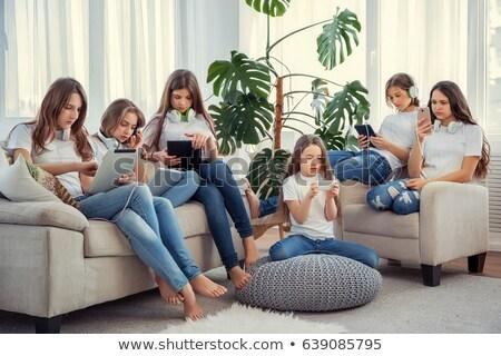 Drie kinderen mobiele telefoons praten geïsoleerd Stockfoto © sdenness