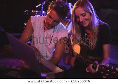 Vrouwelijke mannelijke muzikanten oefenen discotheek zanger Stockfoto © wavebreak_media