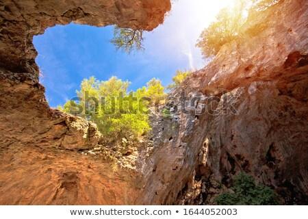 Jaskini wyspa widoku zdumiewający krajobraz region Zdjęcia stock © xbrchx