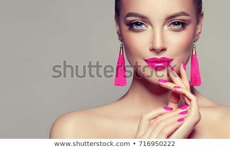 Gyönyörű nő rózsaszín ajkak érzéki gyönyörű komoly nő Stock fotó © lubavnel