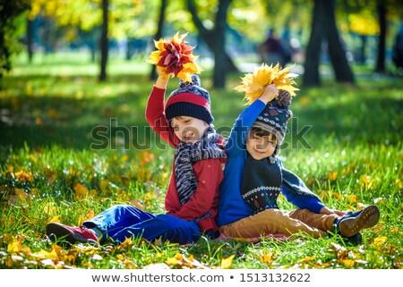 Zdjęcia stock: Jesienią · dziecko · rodziny · chmury · uśmiech · szczęśliwy
