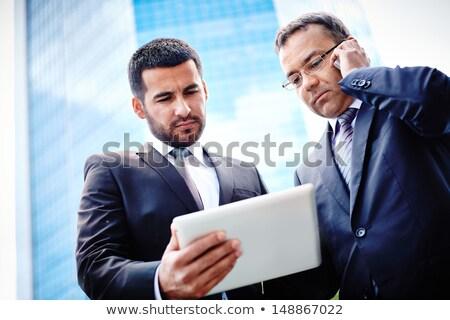 zarif · işadamı · cep · telefonu · ayakta · modern - stok fotoğraf © stockyimages