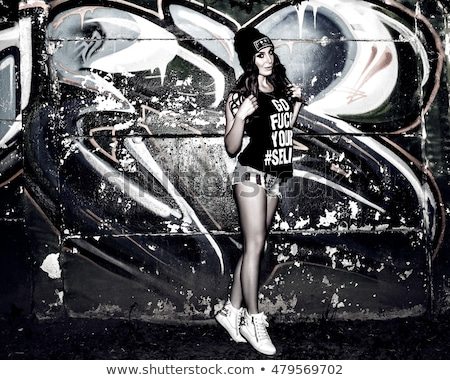 красивая женщина ждет граффити стены серьезный Сток-фото © Spectral