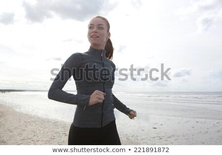 Donna sport vestiti spiaggia fitness sport Foto d'archivio © dolgachov