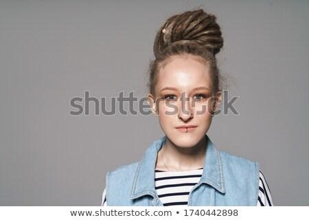 Geconcentreerde jong meisje afbeelding mooie binnenshuis poseren Stockfoto © deandrobot