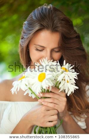 Mulher camomila flores jardinagem pessoas Foto stock © dolgachov
