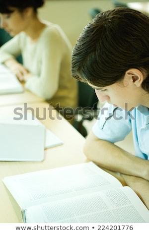 twee · ernstig · tieners · studeren · bibliotheek - stockfoto © wavebreak_media