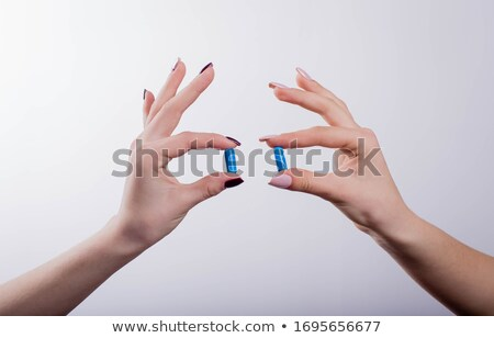 Due pillole illustrazione 3d isolato bianco salute Foto d'archivio © montego