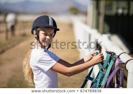 Sonriendo nina hasta caballo hocico Foto stock © wavebreak_media