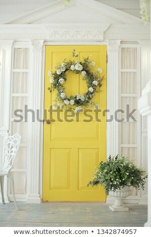 Yeşil sarı kapı ahşap ayarlamak duvar Stok fotoğraf © rhamm