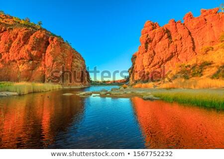 vermelho · rochas · montanha · reflexão · para · cima · manhã - foto stock © thp