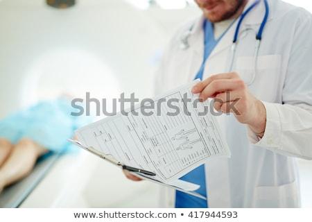 orvos · tart · orvosi · lemezek · portré · fiatal - stock fotó © HASLOO