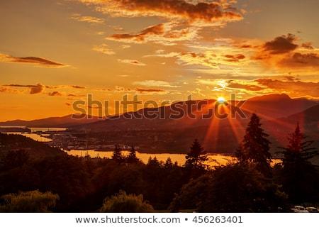 luz · del · sol · montana · nubes · silueta · cáucaso - foto stock © vapi