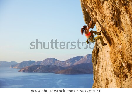 Stok fotoğraf: Kadın · kaya · duvar · uygunluk · ayakta · kaya · tırmanışı