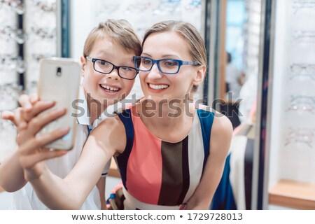 Mãe filho novo óculos optometrista Foto stock © Kzenon