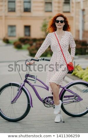 Verticaal shot mooie Rood vrouwelijke model Stockfoto © vkstudio