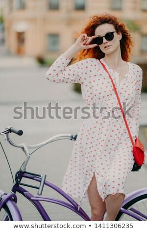 красный женщину расстояние стороны Сток-фото © vkstudio