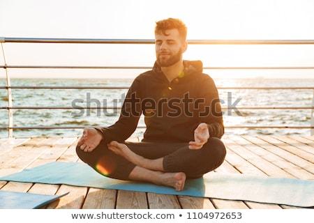 若い男 · ストレッチング · ビーチ · 男 · セクシー · 小さな - ストックフォト © monkey_business