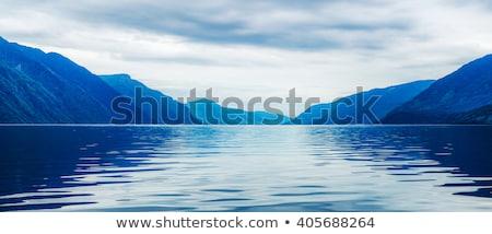 Blauw meer bergen natuur bomen berg Stockfoto © ankarb