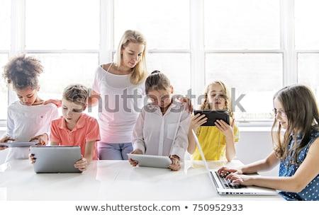csoport · női · általános · iskola · gyerekek · számítógép · osztály - stock fotó © highwaystarz