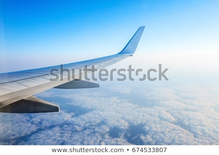 vliegtuig · vleugel · grond · venster · vliegtuig - stockfoto © romitasromala