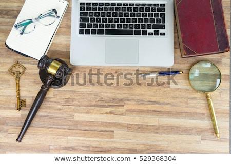 прав · деревянный · стол · клавиатура · таблетка · суждение - Сток-фото © neirfy