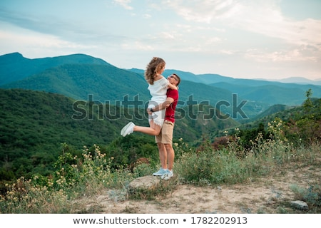 couple · amour · marche · montagnes · collines - photo stock © ruslanshramko