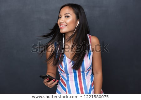 feliz · mulher · bonita · ouvir · música · cantando · sessão - foto stock © deandrobot