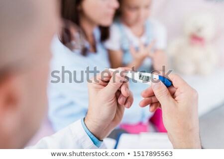 Mani medico temperatura piccolo Foto d'archivio © pressmaster