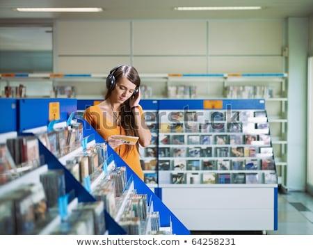 Mulher jovem escolher cd vídeo jovem software Foto stock © photography33