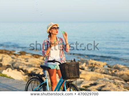 気楽な 女性 自転車 立って 木製 パス ストックフォト © vlad_star