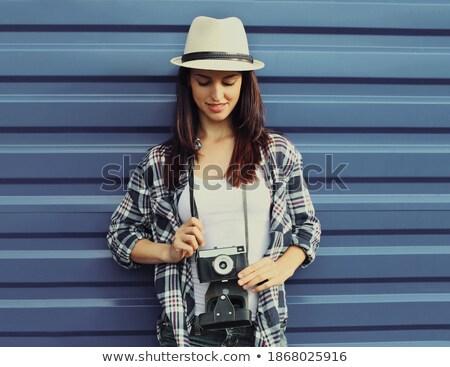 femme · souriante · lunettes · de · soleil · chapeau · de · paille · femme · sourire - photo stock © deandrobot