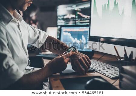 アジア · プログラマ · 作業 · コンピュータ · アプリ · ハンサム - ストックフォト © dolgachov