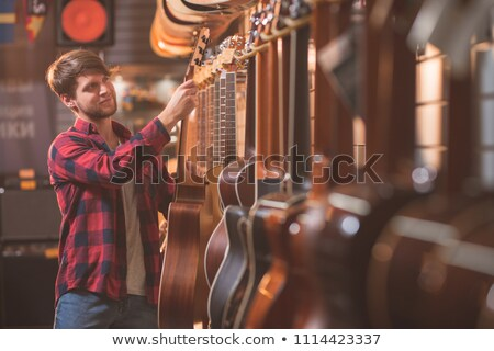 compras · mp3 · player · bastante · mulher · ouvir · música - foto stock © lisafx