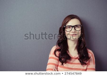 ritratto · sorridere · pretty · woman · piedi · braccia · piegato - foto d'archivio © deandrobot